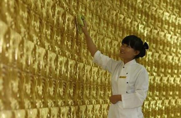 Những tòa nhà giả dát vàng chói lóa