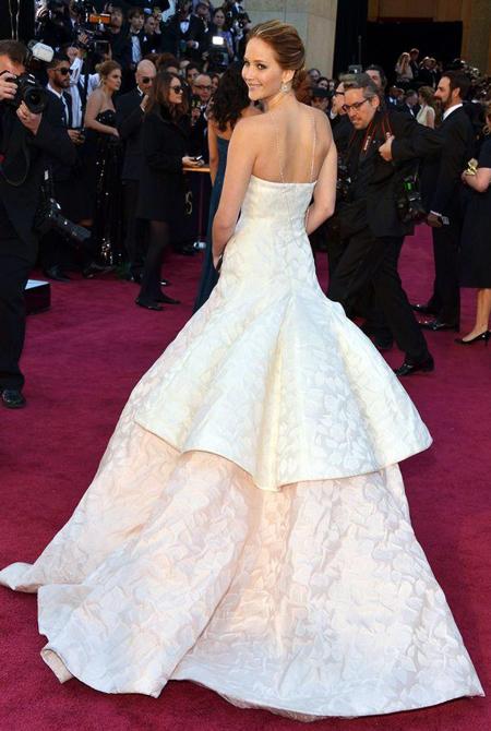 10 bộ váy lộng lẫy nhất 2013 - Hình 2
