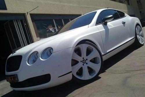 Ngắm siêu xe Bentley bọc da rắn