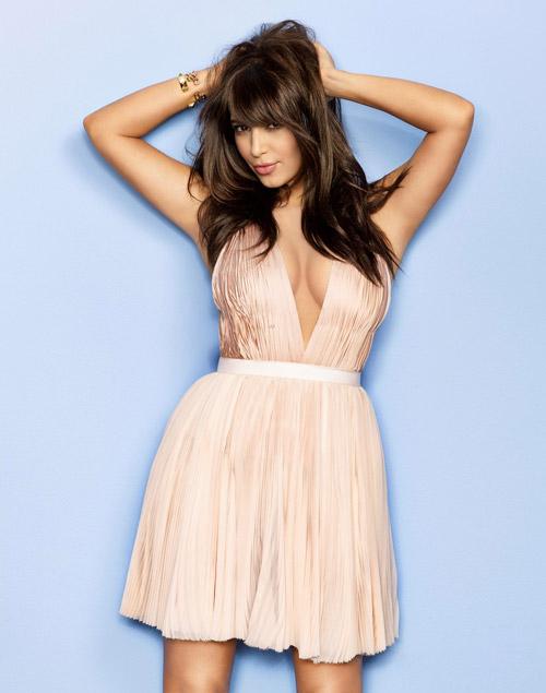Kim siêu vòng 3 nude cùng người tình trên tạp chí
