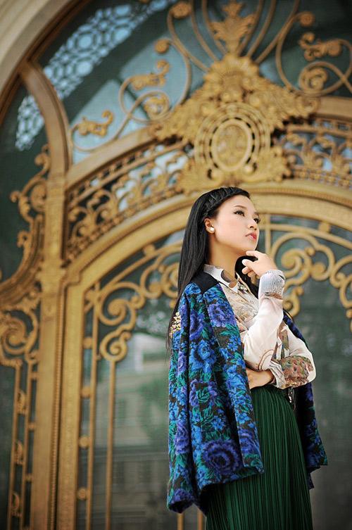 Á hậu ảnh Hoàng Oanh rực rỡ họa tiết hè - Hình 10