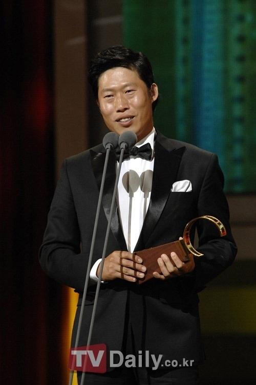 Người đàn ông xấu trai quyến rũ nhất màn ảnh Hàn