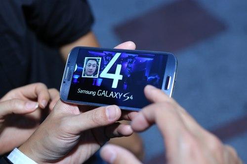 Samsung ra mắt Galaxy S4 quy mô tại Việt Nam