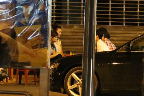Thanh Hằng mang dép lê, lái xe tiền tỷ đi ăn đêm - Hình 16