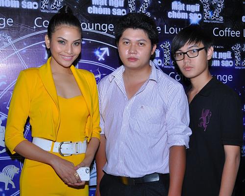 Trương Thị May dắt em trai đi dự tiệc - Hình 1