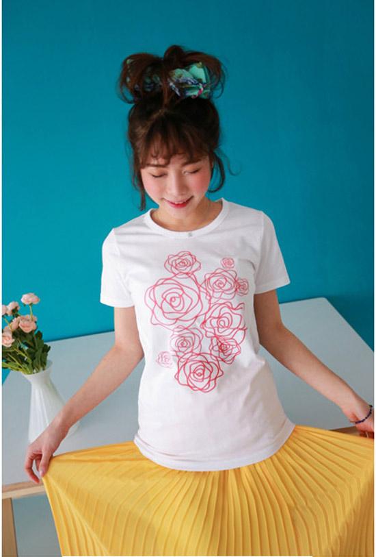 Đẹp lạ với áo thun hoa hồng - Hình 5