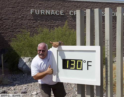 Nắng nóng kỷ lục giúp người Mỹ rán trứng trên đá
