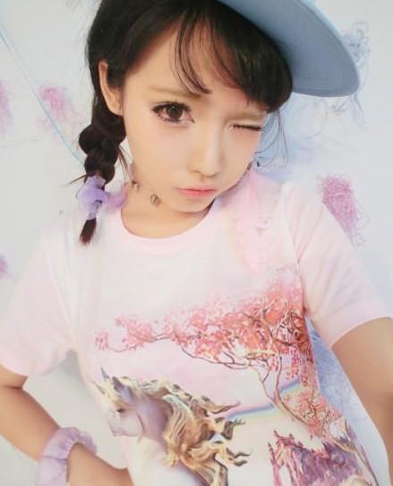 Cô gái xinh đẹp như búp bê mỗi ngày đội một bộ tóc giả 3gp mp4 hd full 3
