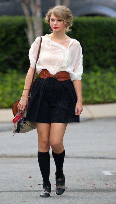 Những mẫu chân váy tiểu thư đáng yêu của Taylor Swift