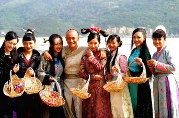 Lộ diện 3 cô vợ của Vi Tiểu Bảo phiên bản mới - Hình 1
