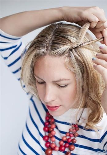 Cách tết tóc mái đôi dễ thương - Hình 3