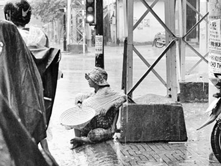 """Lại rộ quái chiêu """"giả"""" nghèo khổ, bệnh tật xin tiền trên phố Sài Gòn truyensex 2"""