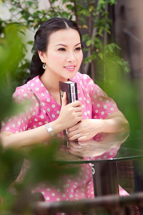 Ca sĩ Hà Phương trẻ trung như tuổi đôi mươi - Hình 2