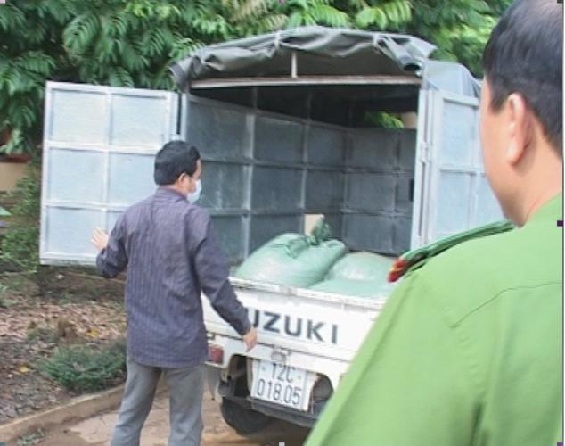 Liên tiếp bắt giữ thực phẩm bẩn và gia cầm nhập lậu - Hình 1