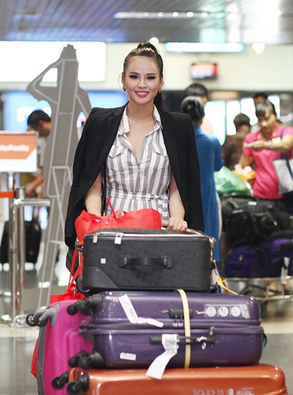 Người mẫu Thúy Hằng ra đón Lại Hương Thảo ở sân bay - Hình 2