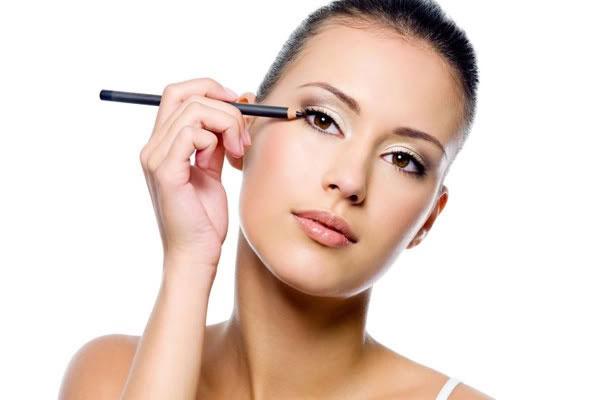 3 bước dễ dàng để make-up môi màu tối - Hình 3