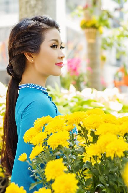 Việt Hùng tung bộ sưu tập áo dài hoa chào xuân