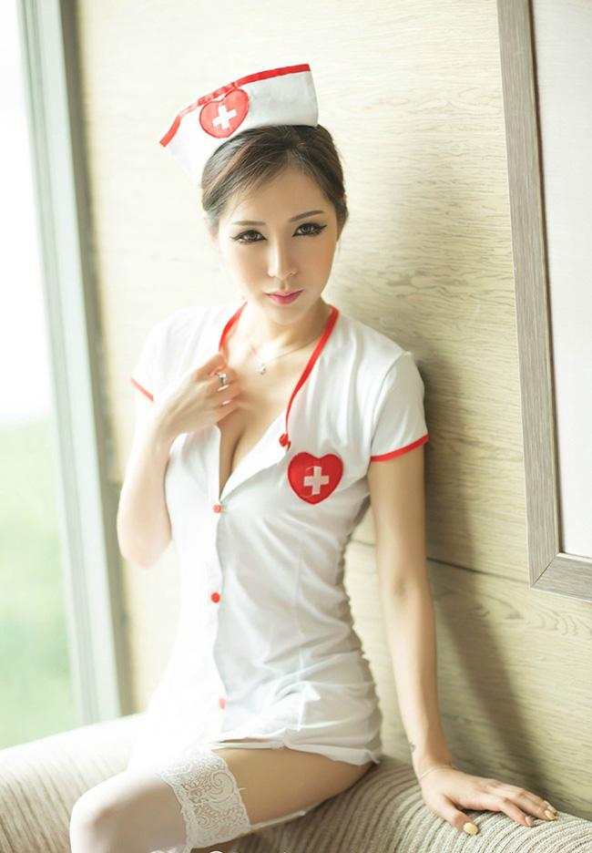 Nữ y tá sexy nhất Trung Quốc khoe thân khó cưỡng