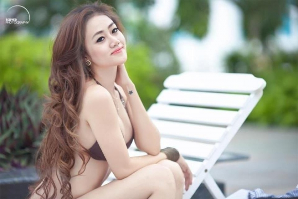 Vẻ đẹp cực hot Daisy Nguyễn bên hồ bơi girl 2