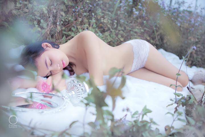 Người mẫu Việt nude cởi trần khoe ảnh hot vùng ngoại ô