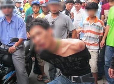 """""""Cảm động"""" chuyện tên cướp bị bắt vì sợ tông cụ già bán vé số sex 1"""