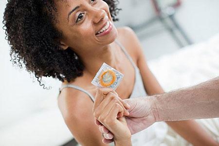 Những triệu chứng cho thấy bạn bị dị ứng bao cao su khoe lon 4
