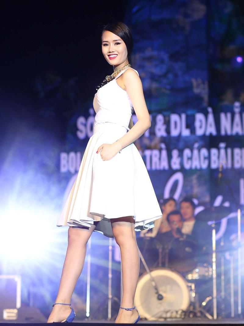 Dàn người đẹp lung linh tại Holiday Beach Da Nang Show 2014 - Hình 1