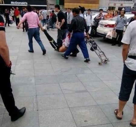 Lại chém người kinh hoàng tại nhà ga Quảng Châu - Hình 1