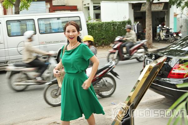 Kim Hiền trốn đoàn phim rạng rỡ đi ăn cưới - Hình 1