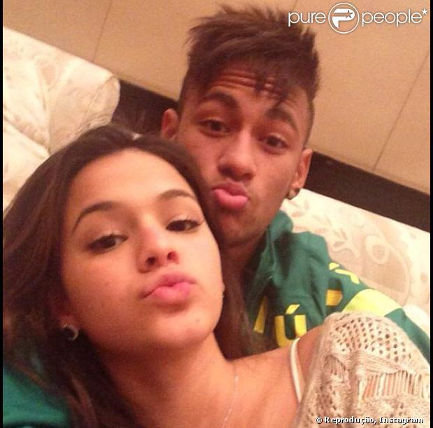 Neymar không chịu nổi cảnh nóng của bồ - Hình 1