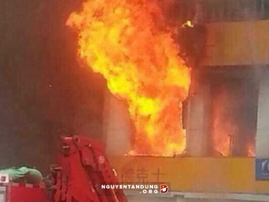 Nổ bom tại nhà hàng ở Trung Quốc, 2 cảnh sát bị thương - Hình 1