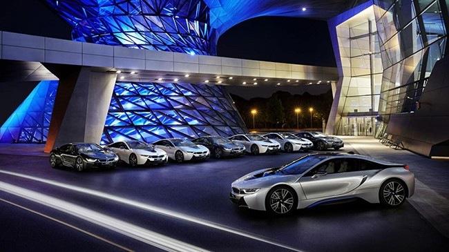 BMW chiến thắng Audi trong cuộc đua đèn laser - Hình 1