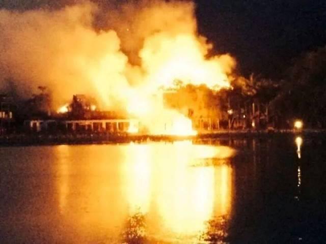 Khách sạn cao cấp nhất Mai Châu bùng cháy dữ dội - Hình 1