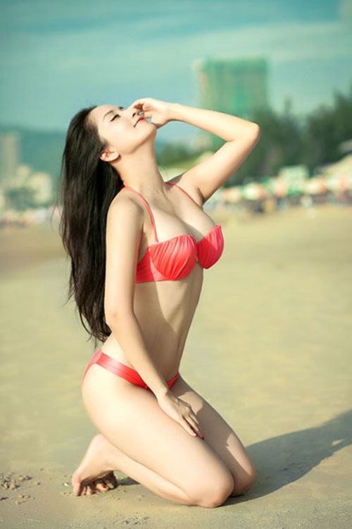 Nóng mắt với ảnh bikini của Khánh Thi - Hình 1