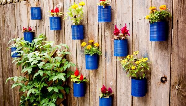 Tự chế chậu hoa treo đẹp mắt trang trí tường xinh - Hình 1
