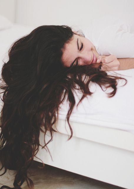 8 lý do gây rụng tóc bạn vô tình mắc phải khi làm đẹp hàng ngày - Hình 1