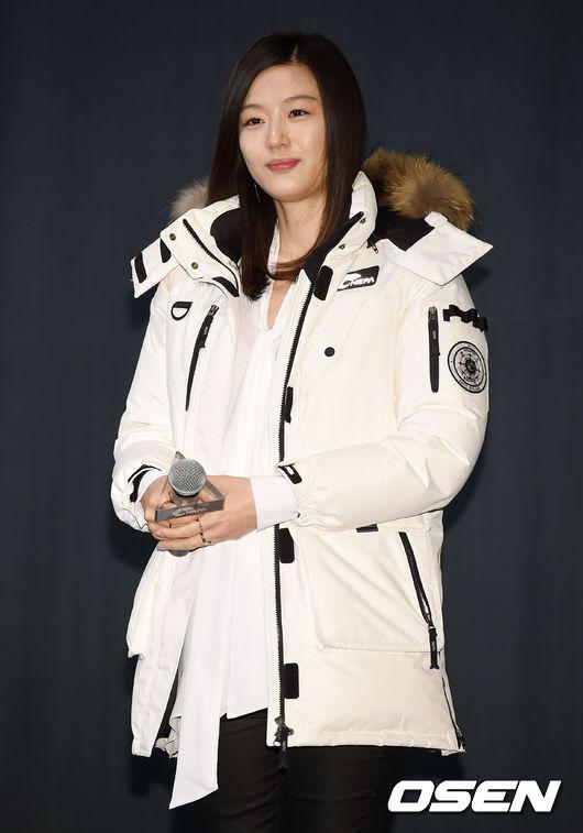 Bầu 6 tháng, Jeon Ji Hyun béo lên trông thấy - Hình 1