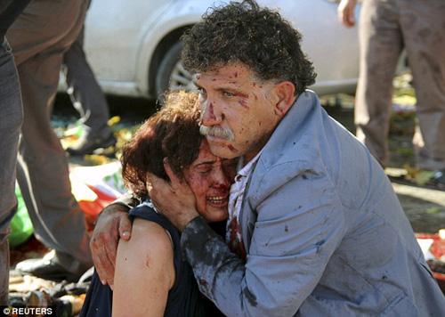 Chuyện đau lòng sau bức ảnh từ vụ đánh bom ở Thổ Nhĩ Kỳ - Hình 1