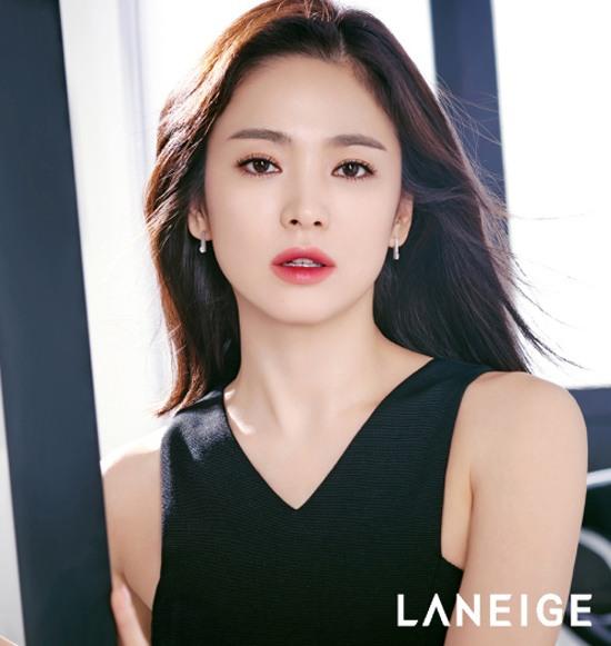 Trang điểm môi 2 màu đi chơi tuyệt xinh như Song Hye Kyo - Hình 1