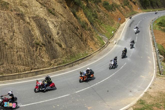 Dàn siêu môtô chinh phục ba đỉnh đèo Tây Bắc - Hình 1