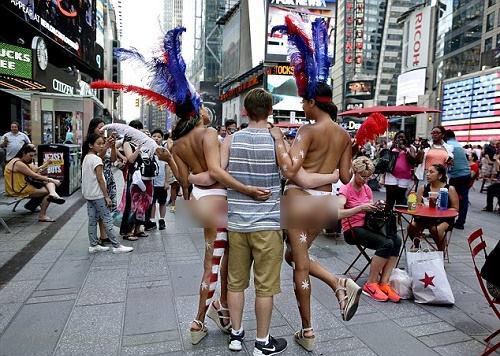 Dịch vụ chụp ảnh với gái khỏa thân nở rộ ở New York - Hình 1