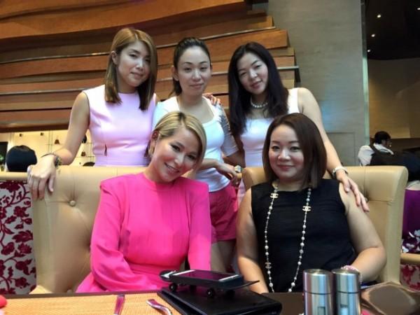 Kiều nữ TVB liên tục đi du lịch nước ngoài với tỷ phú có vợ - Hình 3