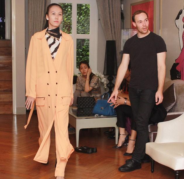 Lý Nhã Kỳ tuyển 100 thợ may cho show thời trang - Hình 2