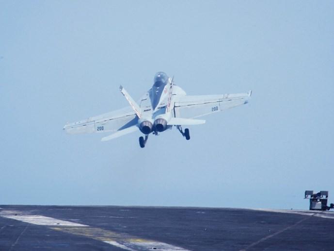 Máy bay Mỹ và Nga lại chạm mặt nhau ở Syria - Hình 1