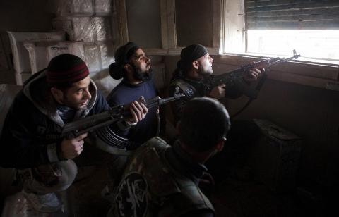 Đưa quân vào Syria: Mỹ ngụy biện, Nga kể thành tích - Hình 2