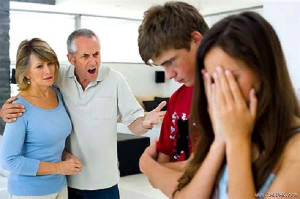 Nhà có cháu nhỏ nhưng bố chồng thường xuyên nói tục - Hình 1
