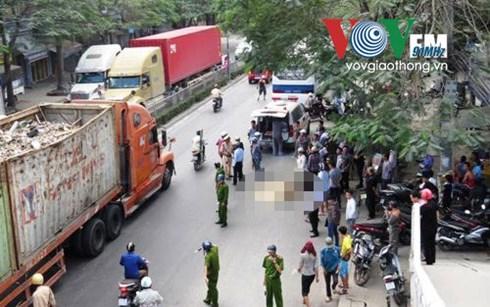 Xe khách bất ngờ tông xe máy, 2 vợ chồng thương vong - Hình 1