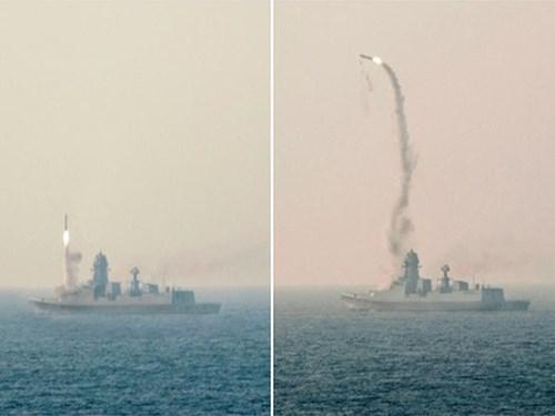 Ấn Độ thử thành công tên lửa hành trình BrahMos từ tàu khu trục lớn nhất INS Kochi - Hình 1
