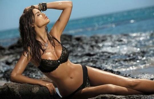 Hoa hậu Tây Ban Nha lại vướng vào lưới tình cầu thủ - Hình 1