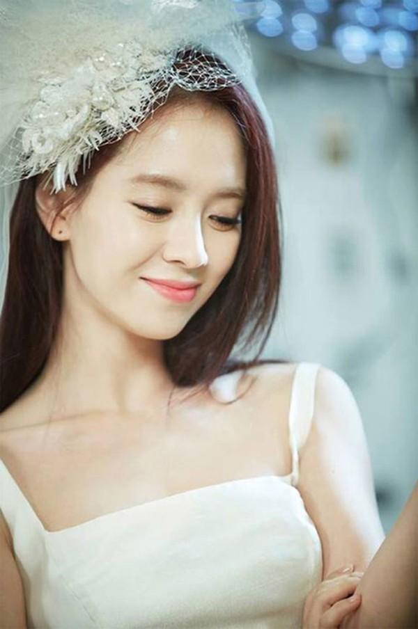Nữ hoàng cảnh nóng Song Ji Hyo cặp kè mỹ nam kém 6 tuổi - Hình 1